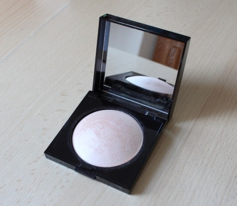 Laura Mercier Matte Radiance Baked Powder Review 1
