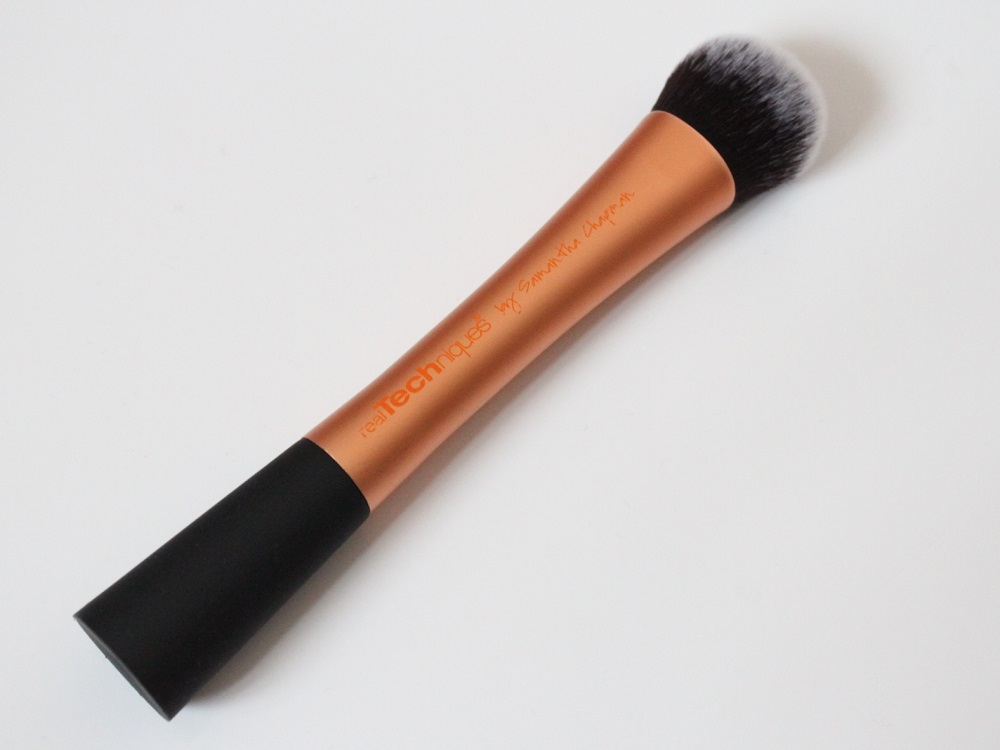 Real Techniques Expert Face Brush Review 3