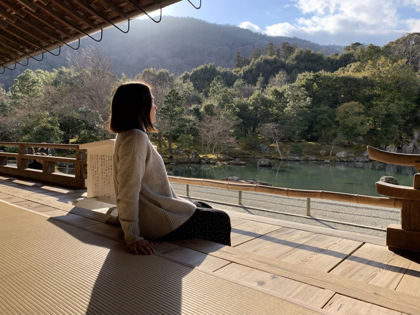 Side profile of girl sitting on the floor looking at the scenery